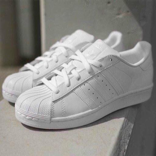 Đôi Sneaker trắng phù hợp với mọi concept